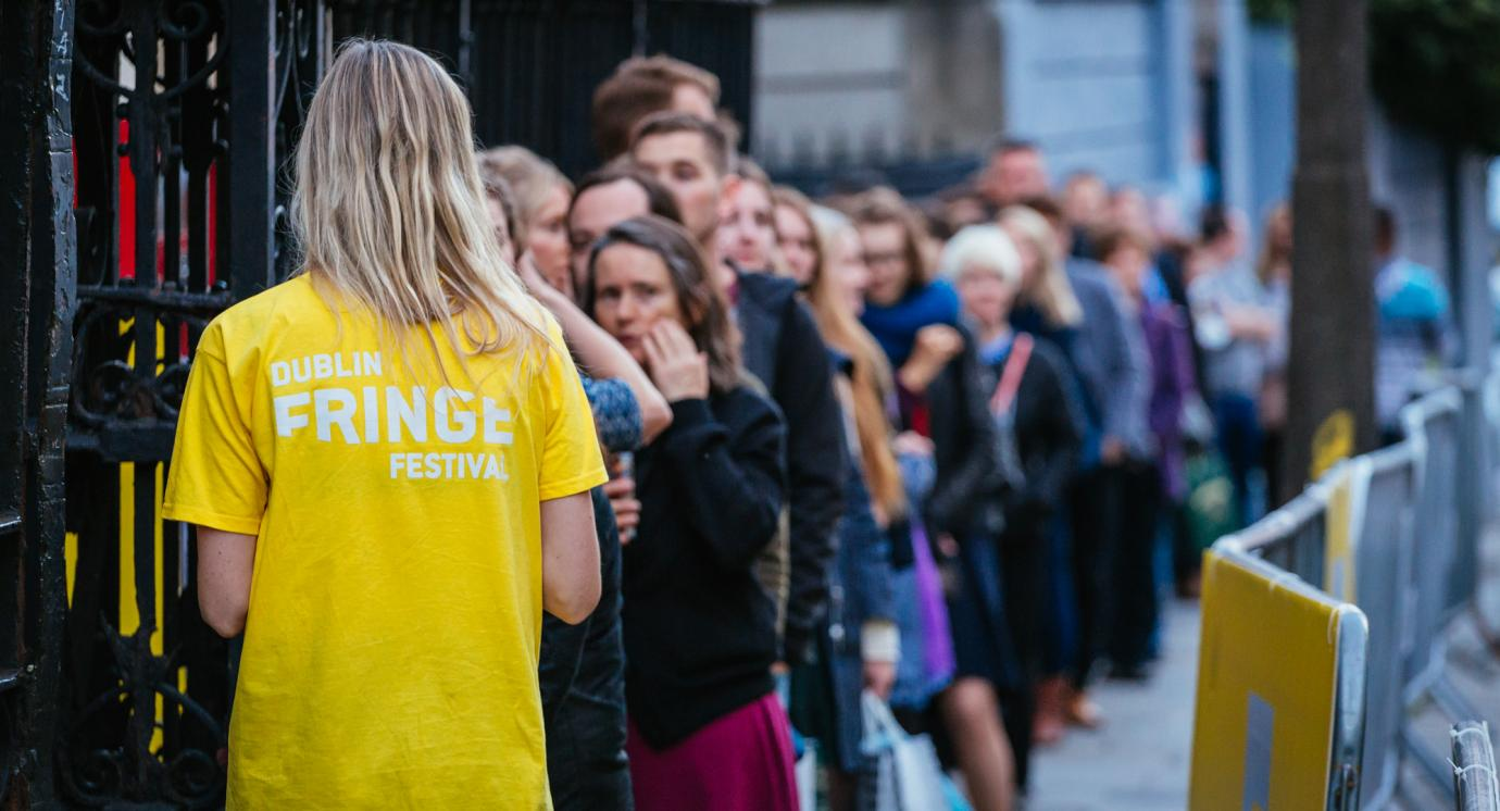 Volunteer in Dublin Fringe Festival t-shirt and crowd